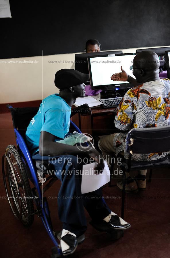 KENYA Turkana Region, refugee camp Kakuma, where 80.000 refugees receive shelter and food from UNHCR, JRS Jesuit Refugee Service, Computer Training for refugees / KENIA Fluechtlingslager Kakuma in der Turkana Region , hier werden ca. 80.000 Fluechtlinge vom UNHCR versorgt, JRS Jesuit Refugee Service, Computer Training und Fernstudium fuer Fluechtlinge,  Fluechtling Daniel Bol aus dem Suedsudan