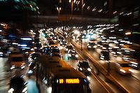 SÃO PAULO-SP-12,09,2014- TRÂNSITO - O Motorista enfrenta lentdão na Marginal Pinheiros sentido Castelo Branco. Região Oeste da cidade de São Paulo,na noite dessa Sexta-Feira,12(Foto:Kevin David/Brazil Photo Press)
