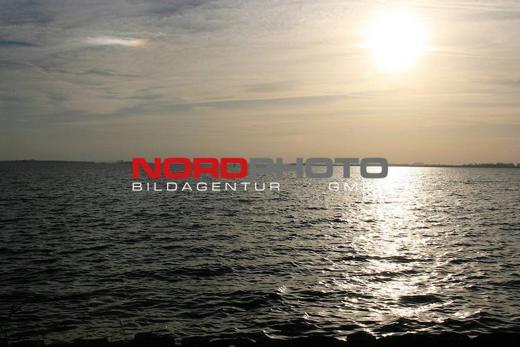 Wetter. Am Duemmer See  am 31.10.05.<br /> <br /> Foto: &copy; nordphoto <br /> <br />  *** Local Caption *** Foto ist honorarpflichtig! zzgl. gesetzl. MwSt.<br />  Belegexemplar erforderlich