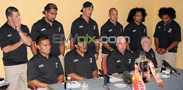 PICTURE BY VAUGHN RIDLEY/SWPIX.COM -  Rugby League - XXXX Test - Great Britain v New Zealand - Press Conference - 21/06/06...? Simon Wilkinson - 07811 267706...New Zealand Coach Brian McClennan (seated second from right) and members of the New Zealand Rugby League Team with the new XXXX Test Trophy.