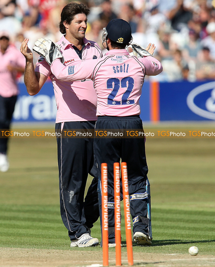 Tyron Henderson (L) of Middlesex celebrates the wicket of Mark Pettini with Ben Scott - Essex Eagles vs Middlesex Panthers - Friends Provident Twenty 20 T20 Cricket at the Ford County Ground, Chelmsford, Essex -  18/07/10 - MANDATORY CREDIT: Gavin Ellis/TGSPHOTO - Self billing applies where appropriate - Tel: 0845 094 6026