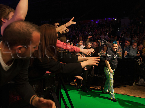 07.04.2016. The Sheffield Arena, Sheffield, England. Betway PDC Premier League Darts. Night 10.  Peter Wright [SCO] interacts with the crowd during his walk on for his game with Adrian Lewis [ENG]