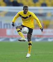 Fussball, 2. Bundesliga, Saison 2011/12, SG Dynamo Dresden - FC Energie Cottbus, Sonntag (11.12.11), gluecksgas Stadion, Dresden. Dresdens Cheikh Gueye am Ball.