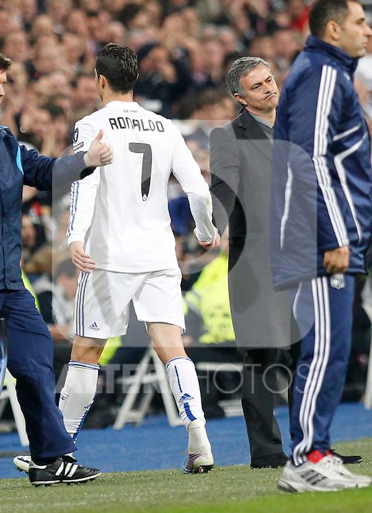 Madrid (16/03/2011).- Estadio Santiago Bernabeu..UEFA Champion League..Real Madrid 3 - Olympique Lyonnais 0.Cristiano Ronaldo y Jose Mourinho...©Alex Cid-Fuentes/ALFAQUI...