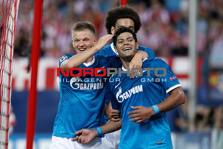 Football Club Zenit's Igor Smolnikov (l), Axel Witsel (c) and Hulk celebrate goal during Champions League 2013/2014 match.September 18,2013. Foto © nph / Acero)