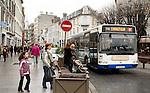 20080109 - France - Aquitaine - Pau<br /> TOUT LE CENTRE-VILLE DE PAU EST INTERDIT AUX VOITURES : SEULS PASSENT LES BUS, NAVETTES GRATUITES, VELOS ET PIETONS.<br /> Ref : CENTRE_PIETONNIER_010.jpg - © Philippe Noisette.