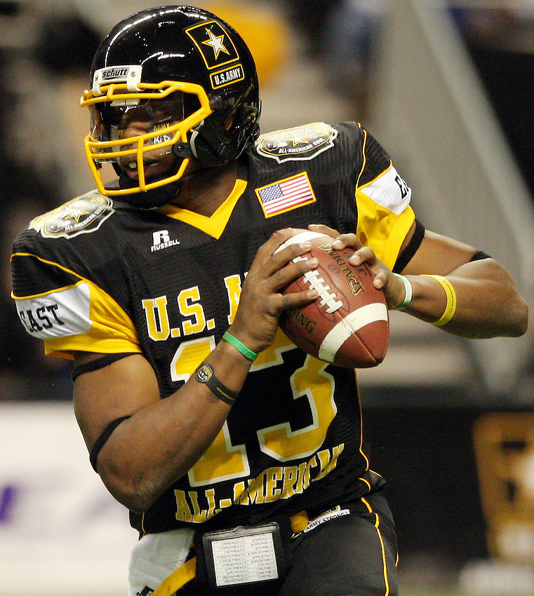 East quarterback Paul Jones throws the ball during the first half of the U.S. Army All-American Bowl, Saturday, Jan. 9, 2010, at the Alamodome in San Antonio. (Darren Abate/pressphotointl.com)