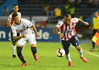 BARRANQUILLA - COLOMBIA ,25-04-2019: Freddy Hinestroza  (Der.) jugador del Atlético Junior  de Colombia  disputa el balón con Marcelo Herrera (Izq.) jugador del  San Lorenzo  de Argentina durante partido por la fase de grupos (Vuelta) fecha 5 de la Copa CONMEBOL Libertadores 2019 jugado en el estadio Metropolitano Roberto Meléndez de la ciudad de Barranquilla . /Freddy Hinestroza (R) Player of Atlético Junior of Colombia disputes the ball with Marcelo Herrera  (L) player of San Lorenzo of Argentina during the group stage (comeback) date 5 of the Copa CONMEBOL Libertadores 2019 played at the Metropolitan Stadium Roberto Meléndez from the city of Barranquilla . Photo: VizzorImage / Alfonso Cervantes / Contribuidor.
