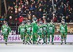 Stockholm 2015-01-06 Bandy Elitserien Hammarby IF - V&auml;ster&aring;s SK :  <br /> Hammarbys spelare ser nedst&auml;mda ut framf&ouml;r Hammarbys publik under matchen mellan Hammarby IF och V&auml;ster&aring;s SK <br /> (Foto: Kenta J&ouml;nsson) Nyckelord:  Elitserien Bandy Zinkensdamms IP Zinkensdamm Zinken Hammarby Bajen HIF V&auml;ster&aring;s VSK depp besviken besvikelse sorg ledsen deppig nedst&auml;md uppgiven sad disappointment disappointed dejected supporter fans publik supporters