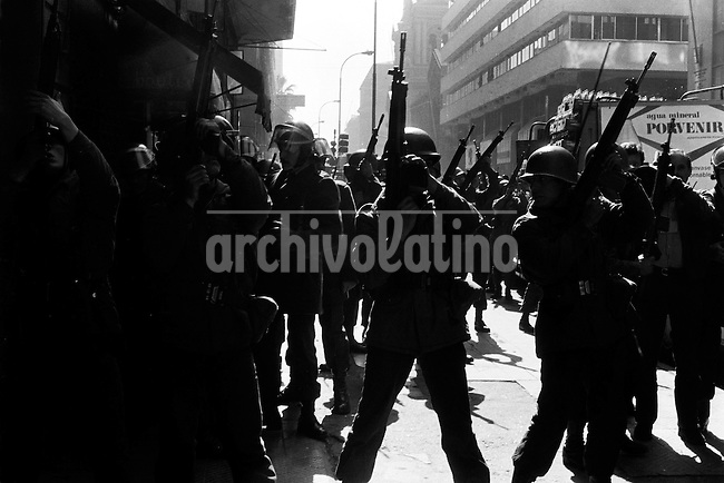 11 AGOSTO 1983<br /> JORNADA DE MOVILIZACION  EN LA CUARTA PROTESTA NACIONAL CONTRA EL REGIMEN MILITAR CONVOCADA POR EL COMANDO NACIONAL DE TRABAJADORES, 18.000 EFECTIVOS MILITARES Y DE CARABINEROS CONTROLARON LAS PROTESTAS REPRIMIENDO LAS MOVILIZACIONES DE ESTUDIANTES, TRABAJADORES Y CIUDADANOS QUE ADHIRIERON A LA CONVOCATORIA DEJANDO UN SALDO DE 26 CIVILES MUERTOS INCLUYENDO 3 NIv?OS,MAS DE CIEN PERSONAS HERIDAS POR ARMAS DE FUEGO Y CERCA 1.000 PERSONAS ARRESTADAS.<br /> <br /> Forty years ago, on September 11, 1973, a military coup led by General Augusto Pinochet toppled the democratic socialist government of Chile. President Salvador Allende was killed during the  attack to seize  La Moneda presidential palace.  In the aftermath of the coup, a quarter of a million people were detained for their political beliefs, 3000 were killed or disappeared and many thousands were tortured.<br /> Some years later in 1981, while Pinochet ruled Chile with iron fist, a young photographer called Juan Carlos Caceres started to freelance in the streets of Santiago and the poblaciones or poor outskirts, showing the growing resistance against the dictatorship. For the next 10 years Caceres photographed every single protest and social movement fighting for the restoration of democracy. He knew that his camera was his only weapon, he knew that his fate was to register the daily violence and leave his images for the History.<br /> In this days Caceres is working to rescue and organize his collection of images in the project Imagenes de la Resistencia   . With support of some Chilean official institutions, thousands of negatives are digitalized and organized to set up the more complete visual heritage of this  violent period of Chile&acute;s history.