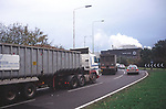 A1X0R6 Lorry  delivery sugar beet to factory Bury St Edmunds Suffolk England