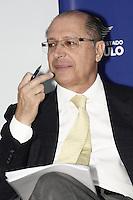 ATENCAO EDITOR: FOTO EMBARGADA PARA VEICULOS INTERNACIONAIS - SAO PAULO, 08 DE OUTUBRO DE 2012 - AGENDA GERALDO ALCKMIN - O governador Geraldo Alckmin lança a Rede de Atencao à Mulher Vítima de Violência Doméstica e Sexual no Estado de São Paulo e assina o Decreto de Criação da Coordenação de Políticas para a Mulher, no Hospital Perola Byington, região central da Capital Paulista, na manha dessa segunda-feira, 08 - FOTO LOLA OLIVEIRA - BRAZIL PHOTO PRESS