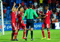 CALI -COLOMBIA-15-08-2016. Feiver Mercado jugador de América Cali celebra con sus compañeros después de anotar un gol Bogotá FC durante partido por la fecha 7 vuelta del Torneo Águila 2016 jugado en el estadio Pascual Guerrero de la ciudad de Cali. / Feiver Mercado player of America de Cali celebrates with his teammates after scoring a goal to Bogota FC during match for the date 7 second leg match of the Aguila Tournament 2016 played at Pascual Guerrero stadium in Cali. Photo: VizzorImage/ NR /