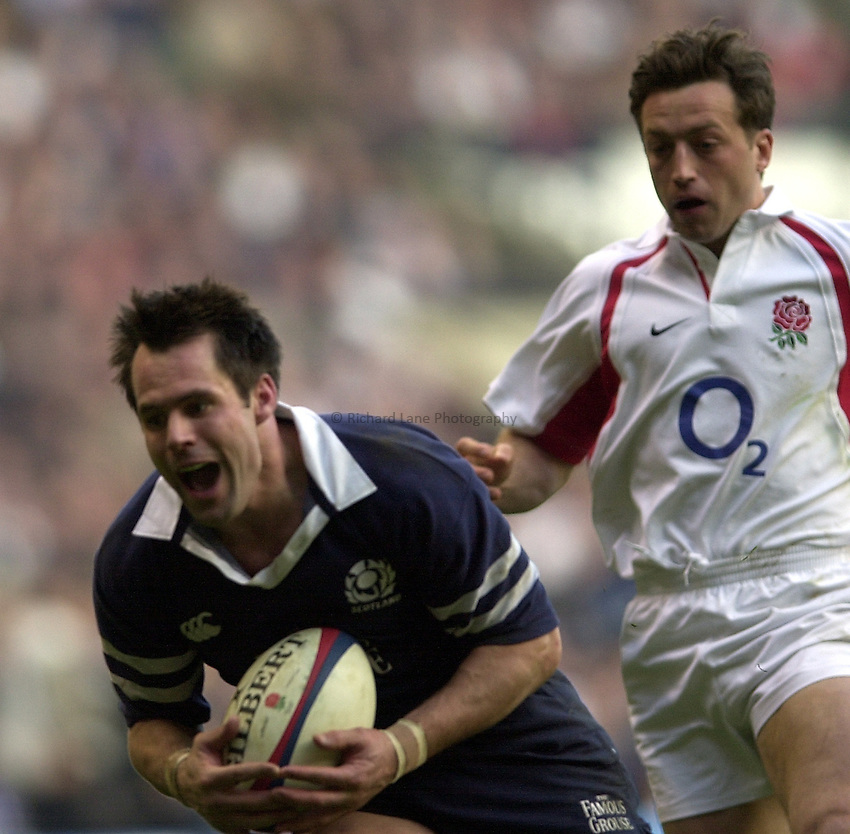 Photo Peter Spurrier.RBS Six Nations Championship Rugby. England v Scotland. Twickenham. 22/03/2003.Kenny Logan collects Dan Luger's chipped ball.