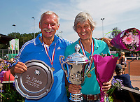 Netherlands, Amstelveen, August 23, 2015, Tennis,  National Veteran Championships, NVK, TV de Kegel,  awards ceremony, Winner men's 65+, Hans Adama Van Scheltema (R) and runner up Henk Korteling<br /> Photo: Tennisimages/Henk Koster