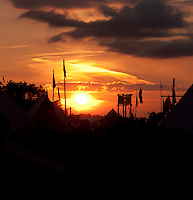 Beautiful sunset over campsite in Rinkaby. Photo: Johanna Mårtensson/Scouterna