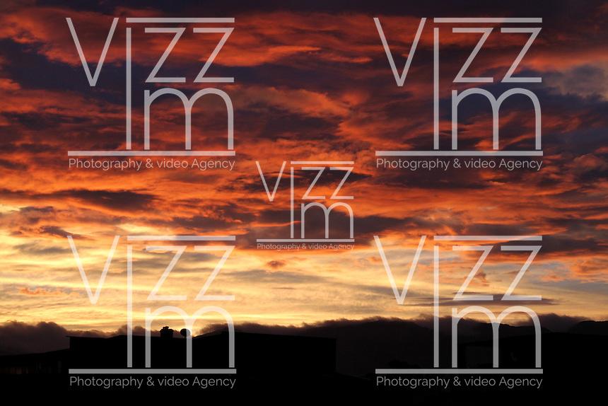 BOGOTA -COLOMBIA- 28 -09-2013.Amancer en  Bogota. / Dawn in Bogota. .Photo: VizzorImage / Felipe Caicedo / Staff