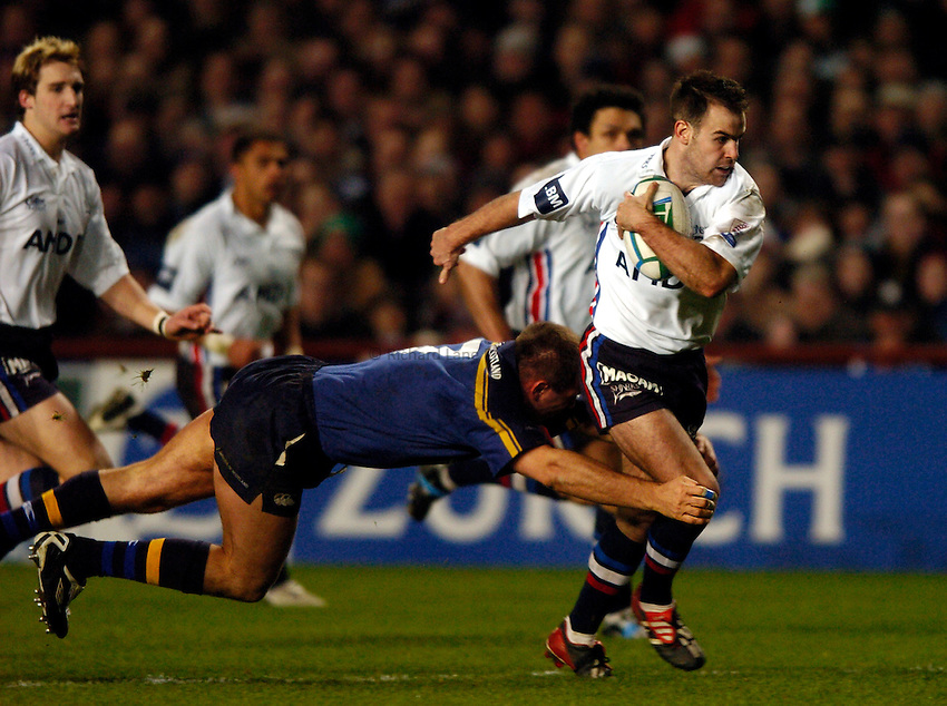 Photo: Richard Lane..Leinster Lions v Sale Sharks. Heinenken Cup. 09/01/2004..Charie Hodgson attacks past Keith Leeson.