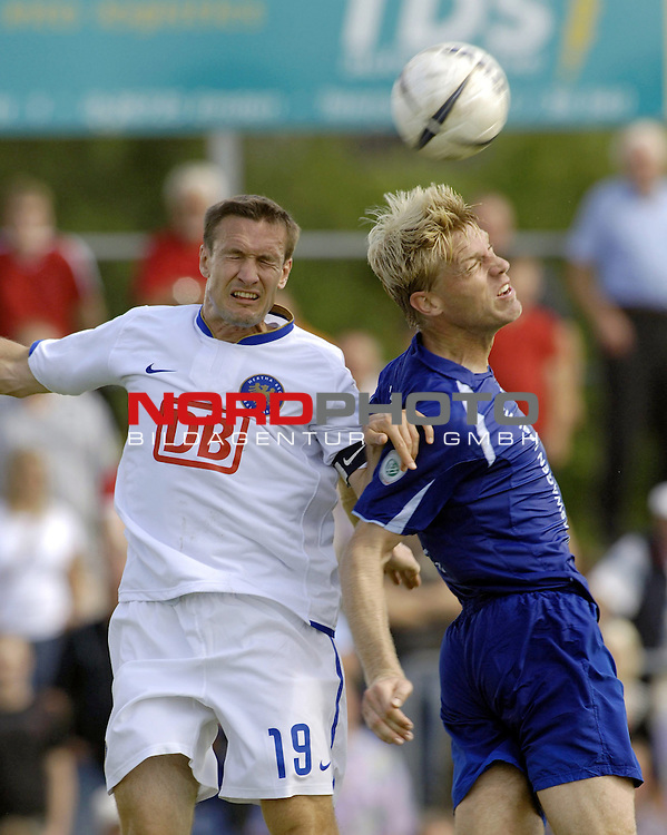 RLN 2006/2007 - 4.Spieltag Hinrunde BSV Kickers Emden - Hertha BSC II<br /> <br /> Kopfball-Duell Arne Tammen (Kickers) - Andreas Schmidt<br /> Foto &copy; nordphoto