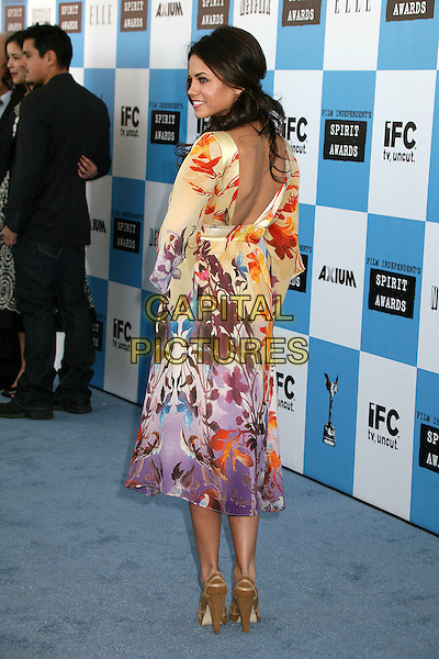 JENNA DEWEN .2007 Film Independent's Spirit Awards at the Santa Monica Pier, Santa Monica, California, USA,.24 February 2007..full length purple yellow patterned dress print brown shoes looking back over shoulder.CAP/ADM/BP.©Byron Purvis/AdMedia/Capital Pictures.