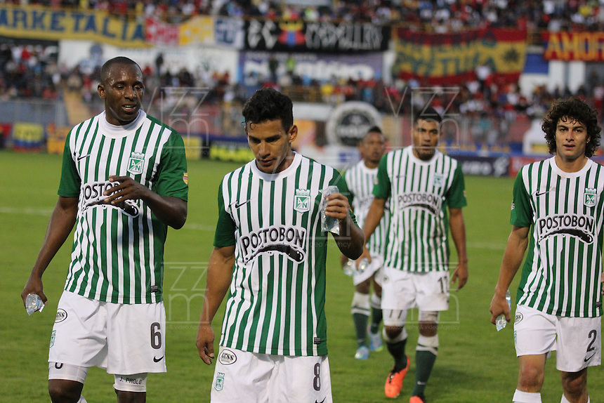 PASTO -COLOMBIA, 16-06-2013. Jugadores de Atlético Nacional reaccionan después del partido con Deportivo Pasto en los cuadrangulares finales F1 de la Liga Postobón 2013-1 jugado en el estadio La Libertad en la Ciudad de Pasto./ Atletico Nacional players react after the match with Deportivo Pasto in the final quadrangular 1th date of Postobon  League 2013-1 at La Libertad stadium in Pasto city. Photo: VizzorImage/STR