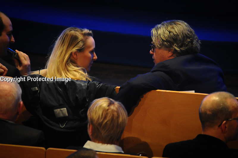 05 fÈvrier 2017, Palais des CongrËs, Lyon - Meeting de Marine Le Pen ‡ Lyon. Gilbert Collard et Marion MarÈchal Le Pen en pleine discussion. # MEETING DE MARINE LE PEN A LYON
