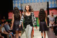 SAO PAULO, SP, 27.03.2015 - 10 FASHION WEEKEND KIDS. Modelos durante desfile da marca Spezzato Teen, na  abertura da 10ª edição da Fashion Weekend Kids, na noite desta sexta-feira (27) no shopping Cidade Jardim, na zona oeste da capital paulista. (Foto: Adriana Spaca / Brazil Photo Press)