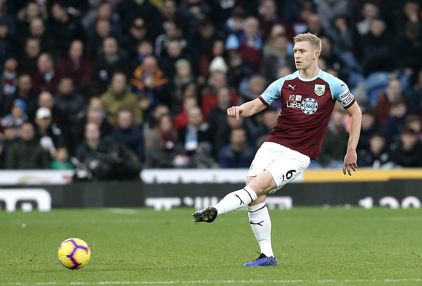 Burnley's Ben Mee<br /> <br /> Photographer Rich Linley/CameraSport<br /> <br /> The Premier League - Burnley v Everton - Wednesday 26th December 2018 - Turf Moor - Burnley<br /> <br /> World Copyright © 2018 CameraSport. All rights reserved. 43 Linden Ave. Countesthorpe. Leicester. England. LE8 5PG - Tel: +44 (0) 116 277 4147 - admin@camerasport.com - www.camerasport.com