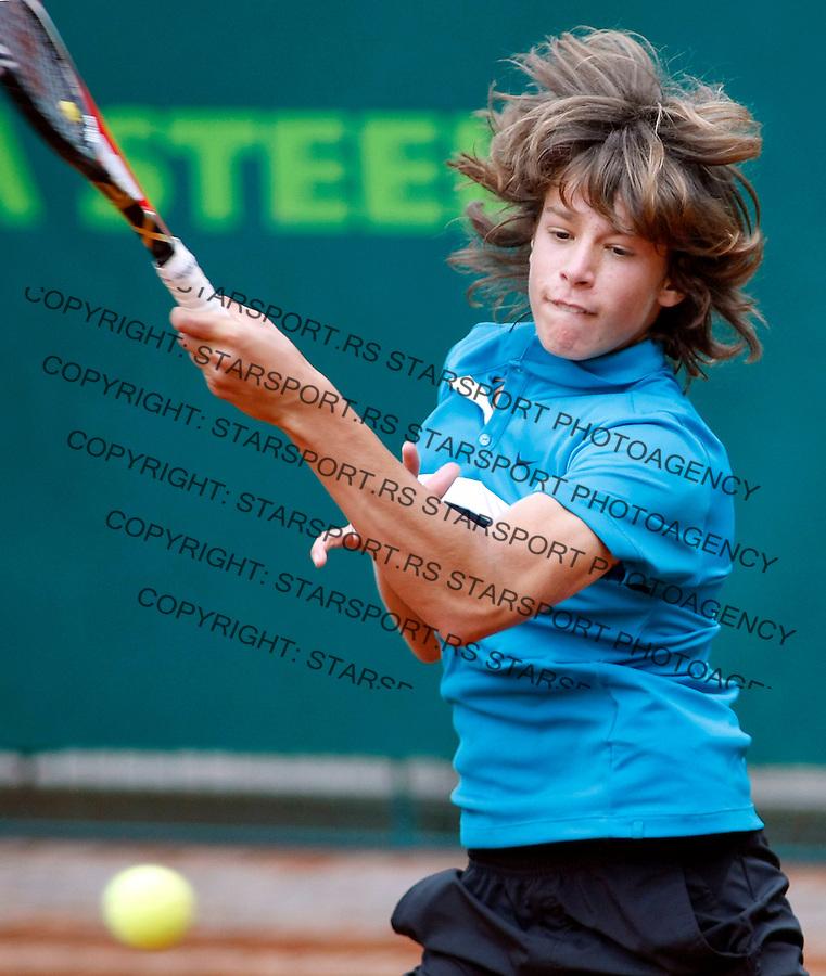 Tenis, World Championship U-14.Italy-Mexico.Gianluigi Quinzi Vs. Kevin Karpenter.Gianluigi Quinzi, returnes.Prostejov, 03.08.2010..foto: Srdjan Stevanovic/Starsportphoto ©