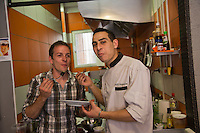 Europe/France/Midi-Pyrénées/31/Haute-Garonne/Toulouse: Restaurant: Les Ptits Fayots - Aziz Mokhtari le chef et Vincent Ténès en salle [Non destiné à un usage publicitaire - Not intended for an advertising use]