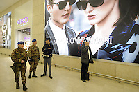 - Milano 25.11.2015 - L'esercito in servizio di sicurezza antiterrorismo alla Stazione Centrale<br />