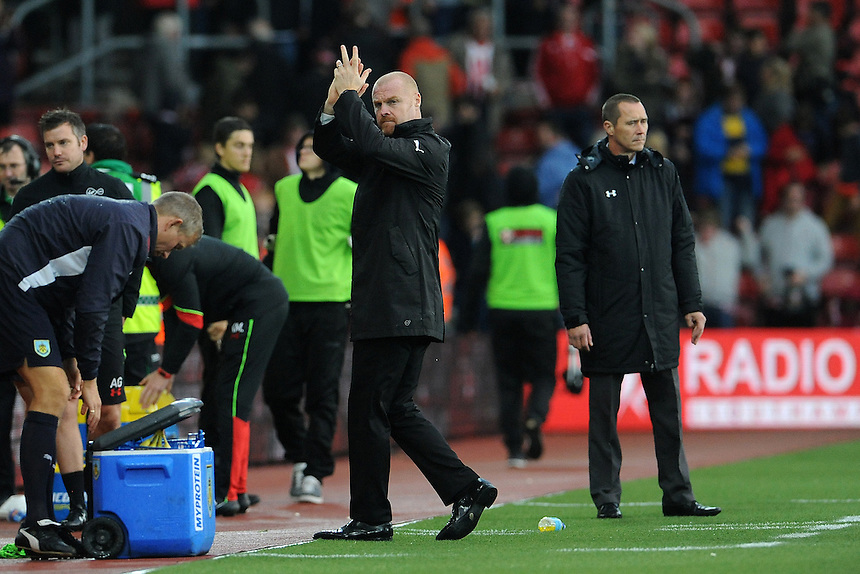 Burnley manager Sean Dyche applauds the travelling Burnley fans <br /> <br /> Photographer Ian Cook/CameraSport<br /> <br /> The Premier League - Southampton v Burnley - Sunday 16th October 2016 - St Mary's Stadium - Southampton<br /> <br /> World Copyright &copy; 2016 CameraSport. All rights reserved. 43 Linden Ave. Countesthorpe. Leicester. England. LE8 5PG - Tel: +44 (0) 116 277 4147 - admin@camerasport.com - www.camerasport.com