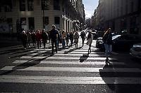 Un attraversamento pedonale nel centro di Madrid.