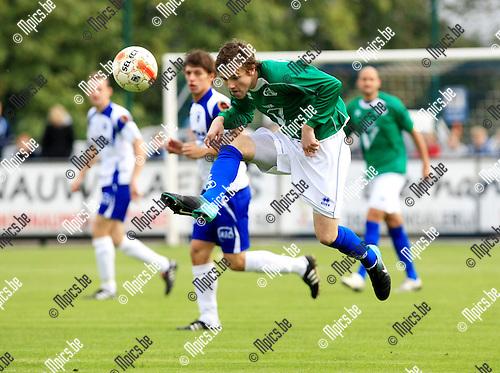 2010-10-17 / Voetbal / seizoen 2010-2011 / KSK Heist - KVK Menen / Van Herberghen (Menen)..Foto: Mpics