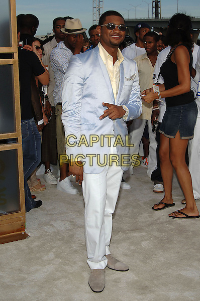 USHER.MTV Video Music Awards.Arrivals held at the American Airlines Arena,.Miami, 28th August 2005.full length blue satin white suit sunglasses goatie beard fingers peace.Ref: ADM/JW.www.capitalpictures.com.sales@capitalpictures.com.© Capital Pictures.v-neck plunging neckline