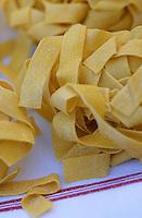 "Europe/Italie/L'Ombrie/Orvieto: préparation des Pates TYagliatelles restaurant ""Giglio d'Oro"""