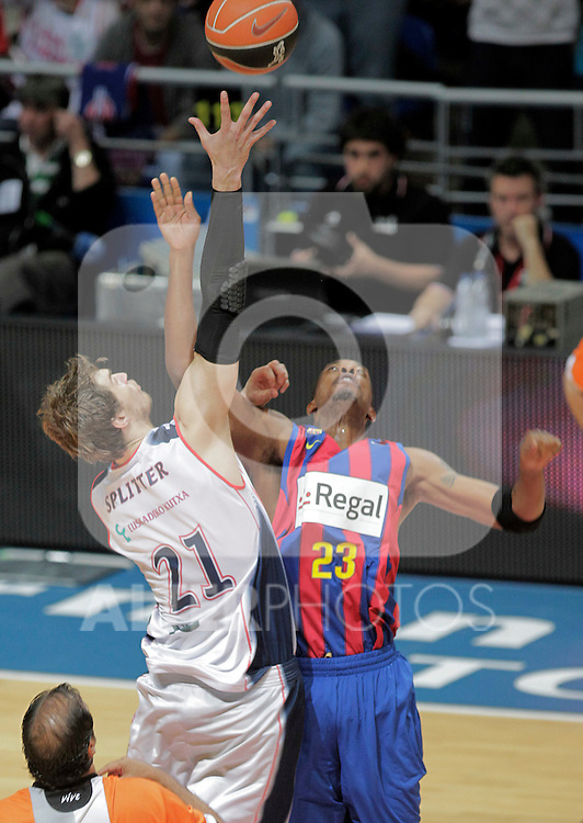 Caja Laboral Baskonia's Tiago Splitter (l) and FC Barcelona's Terence Morris during ACB Finals match. June 15,2010. (ALTERPHOTOS/Acero)
