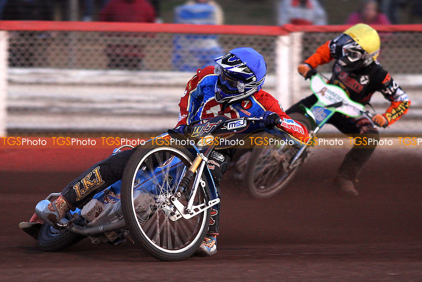 Heat 2: Tomicek (blue), Klindt (yellow) - Lakeside Hammers vs Wolverhampton Wolves - Elite League Speedway at Arena Essex, Purfleet - 22/08/08 - MANDATORY CREDIT: Gavin Ellis/TGSPHOTO - Self billing applies where appropriate - 0845 094 6026 - contact@tgsphoto.co.uk - NO UNPAID USE.