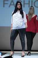 SÃO PAULO, SP, 06.03.2016 - FWPS-FASHION4ME - Modelo durante desfile da grife Pernambucanas no Fashion Weekend Plus Size - Inverno 2016, no Teatro APCD no bairro de Santana na região norte de São Paulo, neste domingo, 06. (Foto: Vanessa Carvalho/Brazil Photo Press/Folhapress)