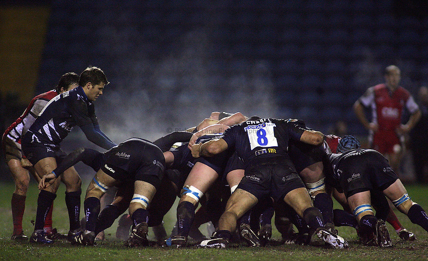 Photo: Paul Thomas..Sale Sharks v Gloucester Rugby. Guinness Premiership. 06/01/2007...Steam raises from a Sale Scrum.