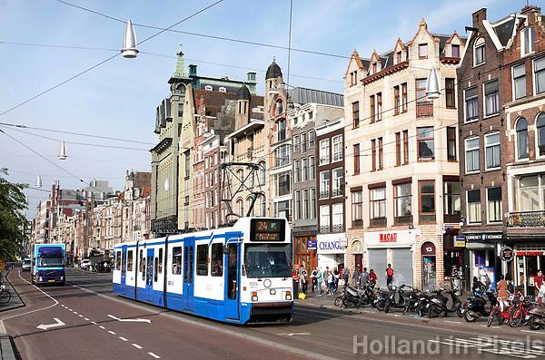 Nederland - Amsterdam - 2018.   Tram op het Damrak.  Foto Berlinda van Dam / Hollandse Hoogte.