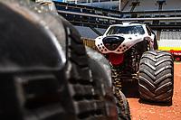 """SÃO PAULO, SP, 14.12.2018 – MONSTER JAM –Media Day do Monster Jam, na Arena Corinthians, zona leste de São Paulo (SP), nesta sexta (14). Participam do Media Day veículos conhecidos como """"Big Foot"""", que são customizados para esse tipo de competição e conseguem fazer manobras radicais, por conta dos pneus especiais que podem chegar a mais de 1 metro de altura. (Foto: Danilo Fernandes/Brazil Photo Press/Folhapress)"""