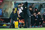 S&ouml;dert&auml;lje 2014-04-07 Fotboll Superettan Assyriska FF - Hammarby IF :  <br /> Hammarbys Stefan Batan tittas till av Hammarbys sjukgymnast Mikael Klotz efter att ha f&aring;tt Assyriskas Levon Pachajyan spark i ansiktet under den f&ouml;rsta halvleken <br /> (Foto: Kenta J&ouml;nsson) Nyckelord:  Assyriska AFF S&ouml;dert&auml;lje Hammarby HIF Bajen skada skadan ont sm&auml;rta injury pain