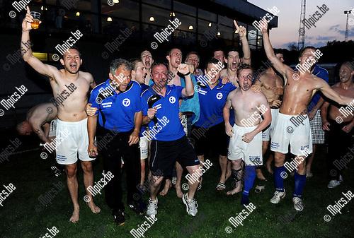2011-04-24 / Voetbal / seizoen 2010-2011 / Hooikt zorgde voor de verrassing en werd kampioen..Foto: Mpics