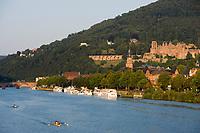 Europe/Allemagne/Bade-Würrtemberg/Heidelberg: Europe/Allemagne/Bade-Würrtemberg/Heidelberg: La ville, le chateau depuis la rive droite du Neckar le vieux pont