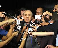 BRASILIA, DF, 05.02.2014 - RENAN CALHEIROS - Ministro da Fazenda Guido Mantega da entrevista apos visita ao  Senado Federal em Brasilia na tarde desta quarta-feira,05 (Foto Renato Araújo/Brazil Photo Press)