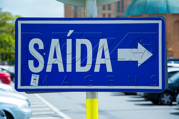 Placa sinalizando a saída, Aparecida - SP, 10/2016.