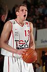 Basketball, BBL 2003/2004 , 1.Bundesliga Herren, Wuerzburg (Germany) X-Rays TSK Wuerzburg - GHP Bamberg (62:84) Nils Mittmann (Wuerzburg) Freiwurf