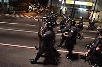 SAO PAULO, SP, 11 de junho 2013- Policiais entra em confronto com Manifestantes ligados ao Movimento Passe Livre na Av Paulista ,que realizam protesto contra o aumento da tarifa de ônibus para R$3,20 na Avenida Paulista, região central de São Paulo, no final da tarde desta terça-feira (11) ADRIANO LIMA / BRAZIL PHOTO PRESS).