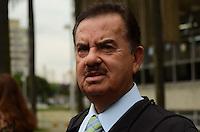 SÃO PAULO, SP, 13 DE FEVEREIRO DE 2012 - JULGAMENTO CASO ELOA  - O advogado da família de Eloa, Ademar Gomes, em frente ao Forum de Santo Andre onde acontece o julgamento do caso Eloa, na tarde desta segunda-feira, em Snato Andre, na região do ABC. FOTO: ALEXANDRE MOREIRA - NEWS FREE.